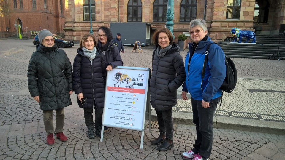 frankfurt buddhist singles Has maratown designed the most comfortable sneakers for travelers we tested out a pair on a long, cobblestone-filled walk around a european city.